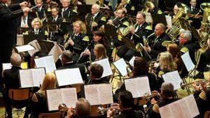 Das Konzert der Bergkapelle Sophia-Jacoba war ausverkauft. Die Musikerinnen und Musiker unter Leitung von Rolf Deckers freuen sich auch über Nachwuchs: Conny Heuer (10) ist der Jüngste im Ensemble. FOTO: JÜRGEN LAASER