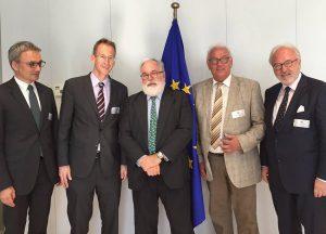 Treffen mit EU-Kommissar Miguel Arias Cañete (Bildmitte) in Brüssel: Die Bundestagsabgeordneten Wilfried Oellers, Detlef Seif, Helmut Brandt und Rudolf Henke (v.L.n.r.) suchten das Gespräch wegen der Kernkraftwerke