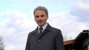 Wilfried Oellers am Wegberger Bahnhof: Der CDU-Bundestagsabgeordnete geht davon aus, dass eine Reaktivierung des Eisernen Rheins auf der historischen Trasse kein Thema mehr ist. Die Kosten seien zu hoch. FOTO: Jürgen Laaser