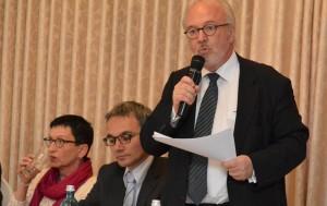 Rudolf Henke (r.), Wilfried Oellers und Ulrike Clahsen (Hospiz) nahmen unter anderem an der Diskussion zum Thema Sterbehilfe teil. FOTO: Jörg Knappe