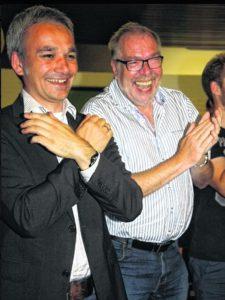 Begeistert von der guten Stimmung Wilfried Oellers (MdB, links) und Hans-Josef Mertens