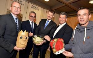 Ausreichend Gelegenheit zum Schlemmen hatte die Jury mit Dr. Richard Nouvertné (von links), Wilfried Oellers, Michael Stock, Dirk Endt und Markus Gerads. FOTO: Jörg Knappe