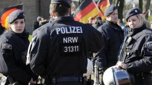 Mehr als 1000 Menschen demonstrieren in Erkelenz   FOTO: Knappe, Jörg