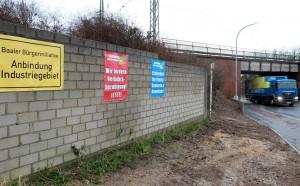 """Die Baaler Bürgerinitiative """"Anbindung Industriegebiet"""" hat im Januar vergangenen Jahres Plakate fertigen lassen, die FOTO: Laaser, Jürgen (jl)"""