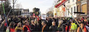 ein beeindruckendes Zeichen für Toleranz und offenheit: Rund 1000 Menschen demonstrieren in erkelenz gegen einen offensichtlich rechten aufmarsch. Fotos: Daniel Gerhards
