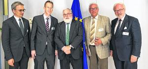EU-Kommissar Cañete sicherte zu, die Problematik auch innerhalb der EU-Kommission weiter zu thematisieren und voranzutreiben: (v.l.n.r.) Wilfried Oellers, Detlef Seif, Miguel Arias Cañete, Helmut Brandt und Rudolf Henke. Foto: privat