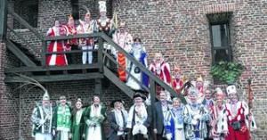 Kurz vor dem Höhepunkt der Session fand nun der traditionelle Empfang der Erkelenzer Karnevalsgesellschaften in der Erkelenzer Burg statt. Zu den Gästen zählten nicht nur Karnevalisten, sondern auch Vertreter aus Wirtschaft, Rat und Verwaltung. Foto: hewi
